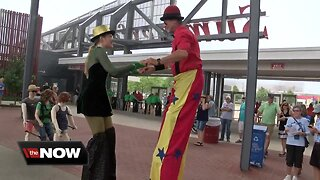 A day in the life of a street performer at Summerfest