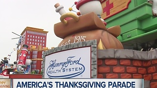 Thanksgiving parade delights thousands - Video