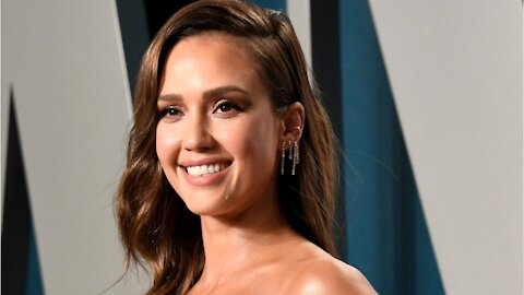 Jessica Alba Makeup In Under Five Minutes
