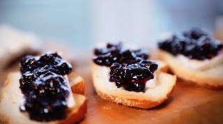 Brie Crostini with Blueberry Compote - Video