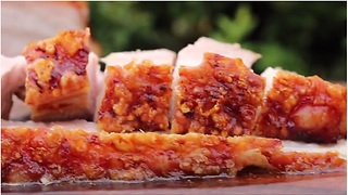 How to make deliciously crispy pork belly - Video