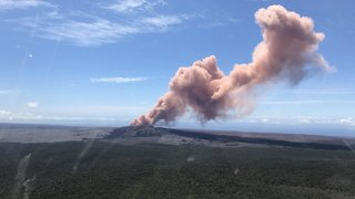 Residents Forced To Evacuate After Hawaiian Volcano Erupts - Video