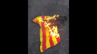 Barcelona fan burns Neymar's shirt - Video
