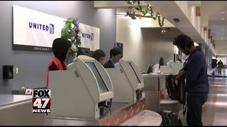 Major airline hoping new bonus plan flies with employees - Video