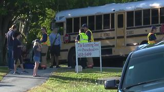 Two students injured in school bus crash in Fort Myers - Video