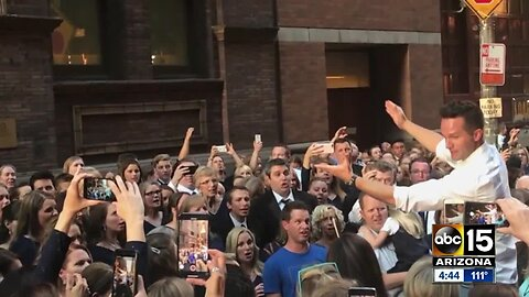 Choir group hit by NY blackout sings outside Carnegie Hall