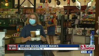Hy-Vee gives away masks