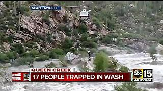 17 people rescued in flash flood near Tucson - Video