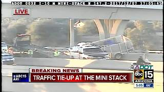 Landscaping trailer hanging off Loop 202 - Video