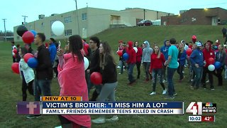 Hundreds gather to mourn 3 Blue Springs teens killed in car crash
