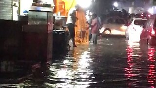 Severe Flooding in Chennai Leads to Traffic Jams - Video