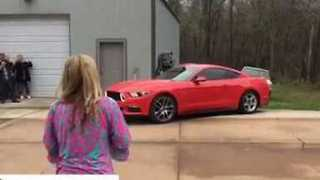 Couple Reveal Baby's Gender With Mustang Burnout - Video