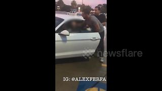 Man performs citizen's arrest on suspected drunk driver - Video