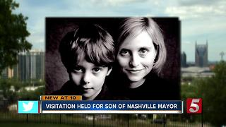 Hundreds Comfort Mayor's Family At Visitation Services - Video
