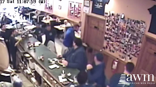 Off-Duty Cop Jumps Out Of His Seat And Everyone Ignored Him, Except One Patron - Video