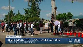 Tempe students flood to get laptops