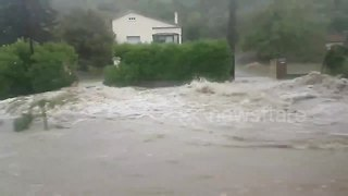 Heavy rain sparks flash floods in the south of France - Video