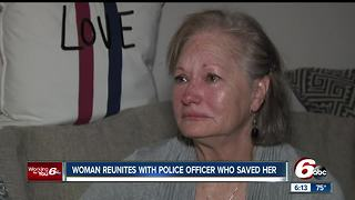 Officer reunited with driver after she was found with brain tumor - Video