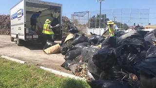 The City of St. Pete Beach uses Penske moving trucks to load debris after Irma - Video