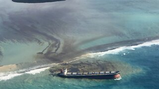 Oil Continues To Spill Into Indian Ocean Near Mauritius