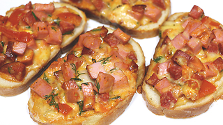 ASMR recipes: How to make mini pizza appetizers - Video