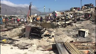 SOUTH AFRICA - Cape Town - Vrygrond informal settlement fire aftermath (t5R)