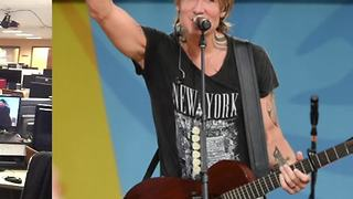 Keith Urban headlining IMS Legends Day concert - Video