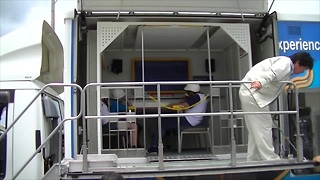 Earthquake simulator truck in Japan - Video