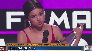Big winners and political drama at Sunday night's AMAs - Video