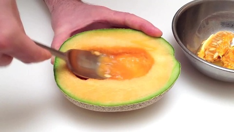 How to cut, peel and seed a cantaloupe