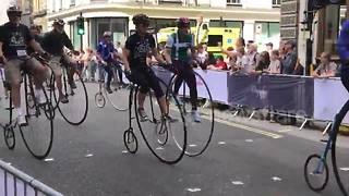 Old fashioned Penny Farthing bikes race through London - Video