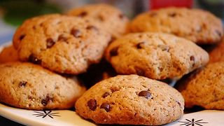Walnut and chocolate chip cookies recipe - Video