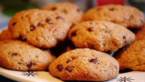 Walnut and chocolate chip cookies recipe