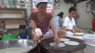 Bangkok Street Vendor Shows Incredible Skill In Making Rice Sheets - Video