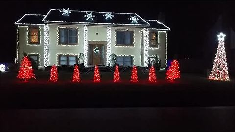Jaw-dropping Christmas light show at Connecticut home