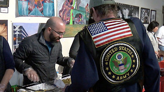 Vets serving vets this Thanksgiving - Video