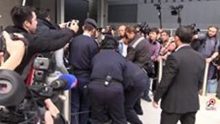 Hong Kong Protesters Scuffle With Police During New Year's Day Demonstration - Video