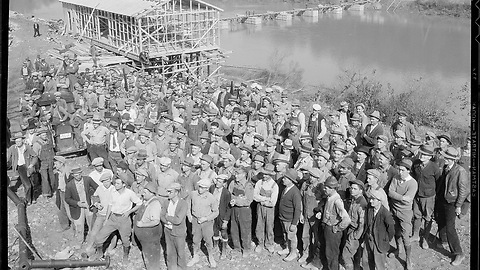 Building of the Norris Dam in Tennessee (1930s)