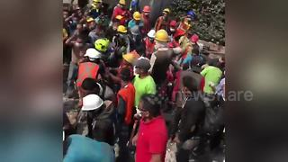 Mexico quake survivor carried away on stretcher - Video