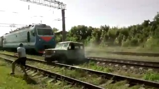 Train vs UAZ  - Video