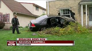 Driver of stolen car crashes into home - Video