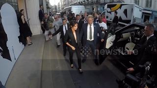 Victoria Beckham departs from her shop in London - Video