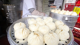 Food Ranger Pork Baozi in Chengdu - Video