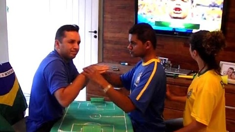 Friends Help Deaf-Blind Man Experience World Cup Frenzy