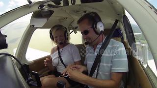 Watch a woman's reaction after seeing proposal spelled out from plane - Video
