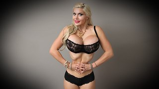 Model Has Six Ribs Removed In World's Smallest Waist Bid - Video