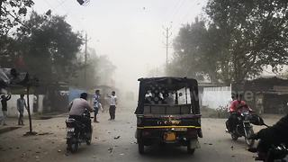 Severe dust storm hits Bhopal, India - Video