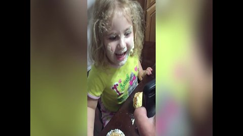 Girl's Reaction to Messy Face will make you LOL!