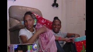 Community puts on Christmas for Lantana family in need - Video