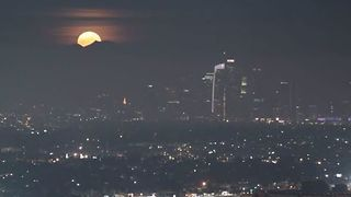 Stunning Supermoon Seen Rising Over Los Angeles Skyline - Video